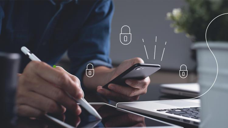 manos-utilizando-dispositivos-moviles