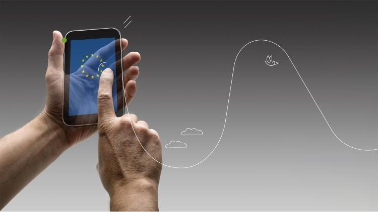 Unión-Europea-App-manos-con-teléfono